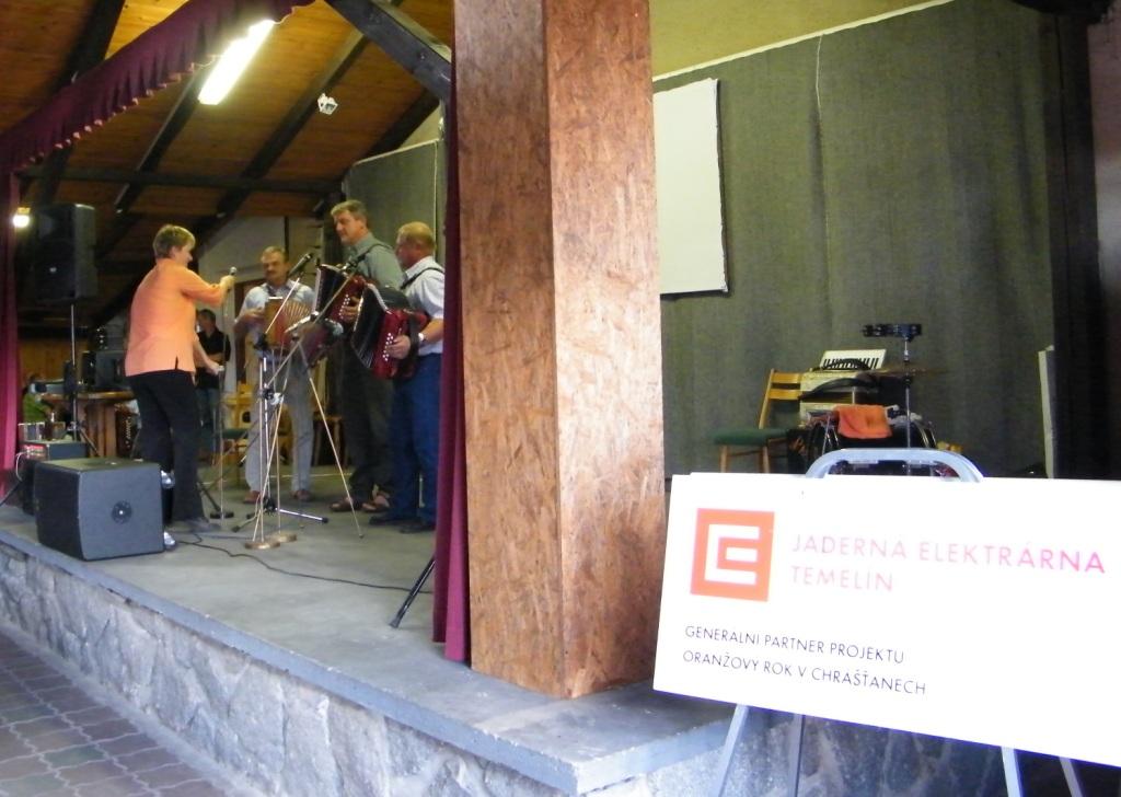 Oranžový rok 2012 v Chrášťanech