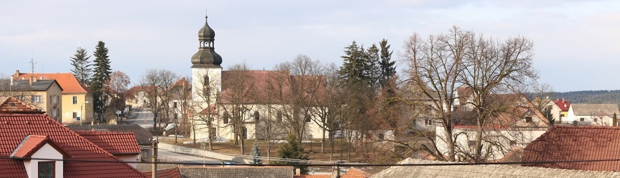 Pohled na kostel v Chrášťanech